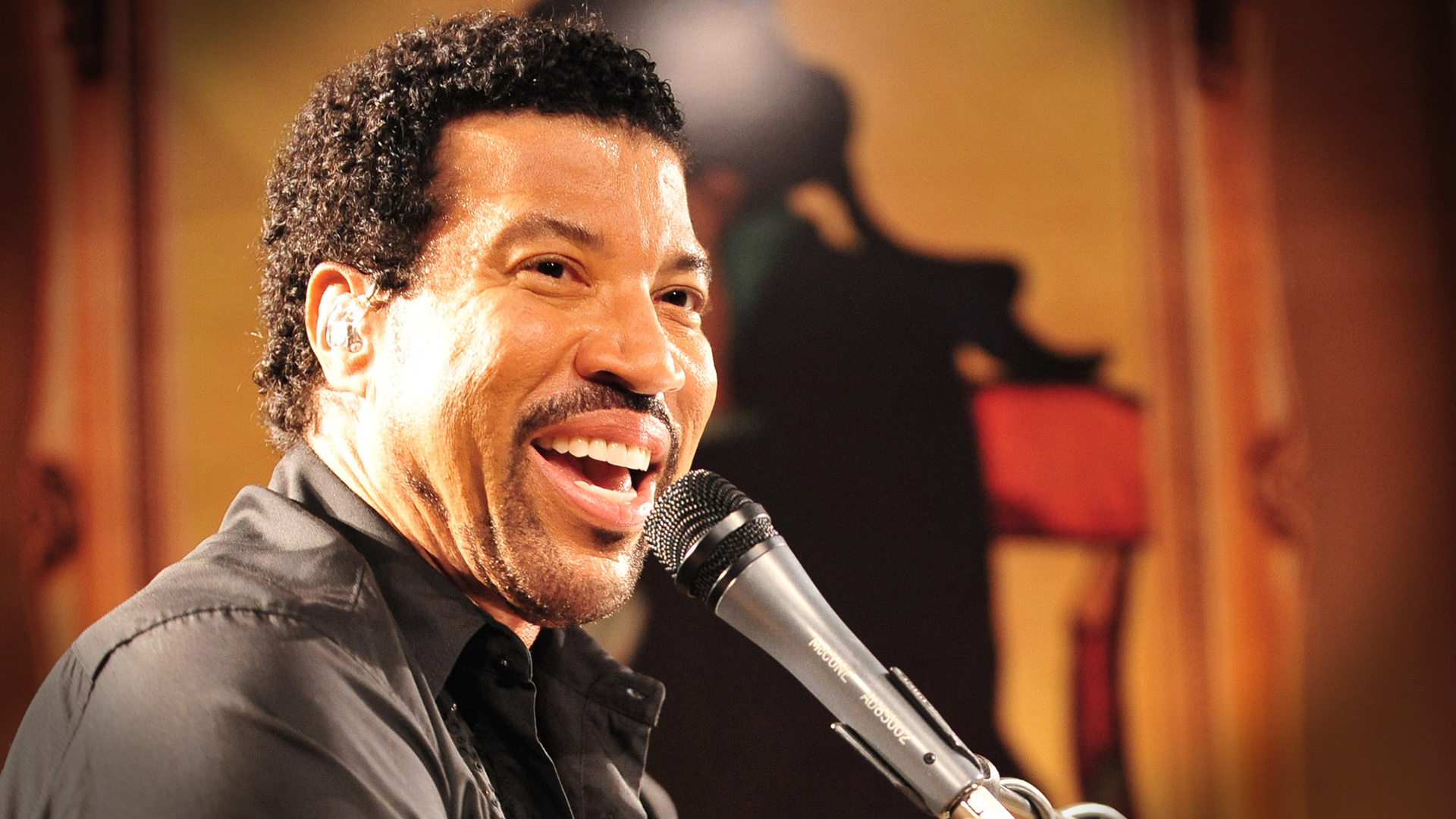 Lionel Richie earned a  million dollar salary - leaving the net worth at 200 million in 2018