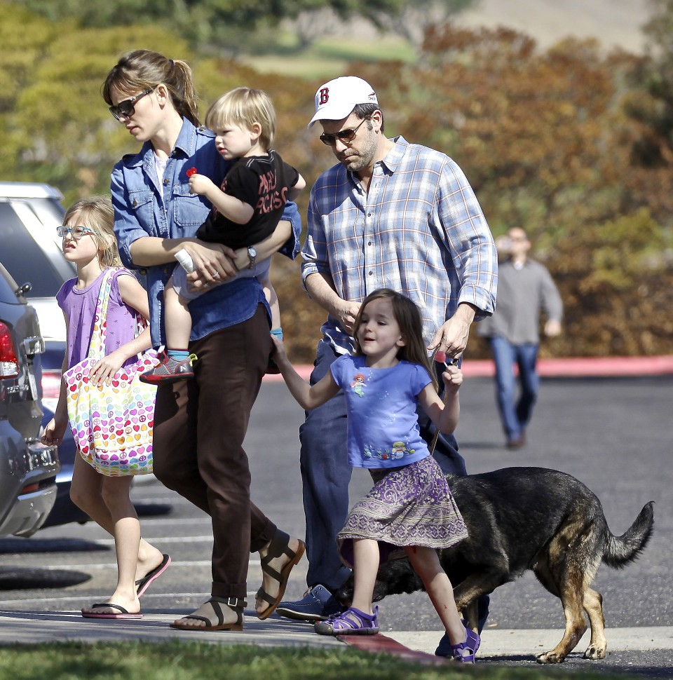 *EXCLUSIVE* Pacific Palisades, CA - Hollywood's favorite couple, Jennifer Garner and Ben Affleck round up the kids and their family dog for a Sunday afternoon at the park.  Jennifer carried Samuel in her arms with Seraphina grabbing ahold of Jennifer's back pocket, while Violet carried her own belongings in her tote.  Ben followed behind with their dog and wore a Boston Red Sox cap to show his love for his home town team. AKM-GSI          February 23, 2014 To License These Photos, Please Contact : Steve Ginsburg (310) 505-8447 (323) 423-9397 steve@akmgsi.com sales@akmgsi.com or Maria Buda (917) 242-1505 mbuda@akmgsi.com ginsburgspalyinc@gmail.com