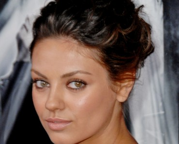 """Actress Mila Kunis arrives at the Los Angeles Premiere """"Max Payne"""" at the Grauman's Chinese Theater on October 13, 2008 in Hollywood, California. (Photo by Jon Kopaloff/FilmMagic)"""